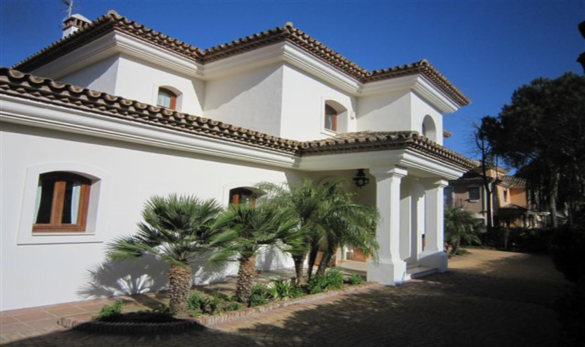 Villa situada en la exclusiva zona de Las Brisas.