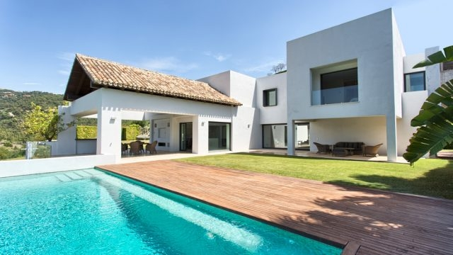 Magnificent contemporary villa Los Arqueros Golf.