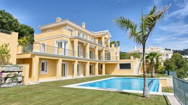 Majestic villa in Urb. Los Arqueros.