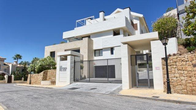 Contemporary penthouse in Urb Los Monteros.