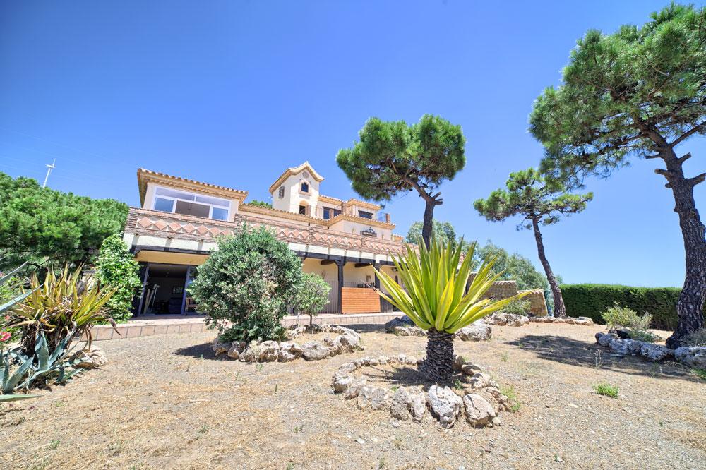Atractiva villa con personalidad cerca de Estepona.