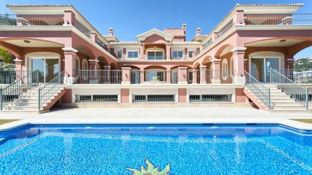 Spectacular mansion in Los Arqueros Golf.