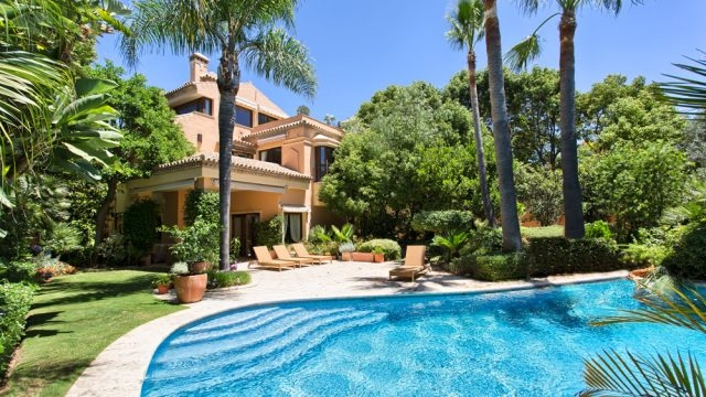 Extraordinary villa in The Golden Mile