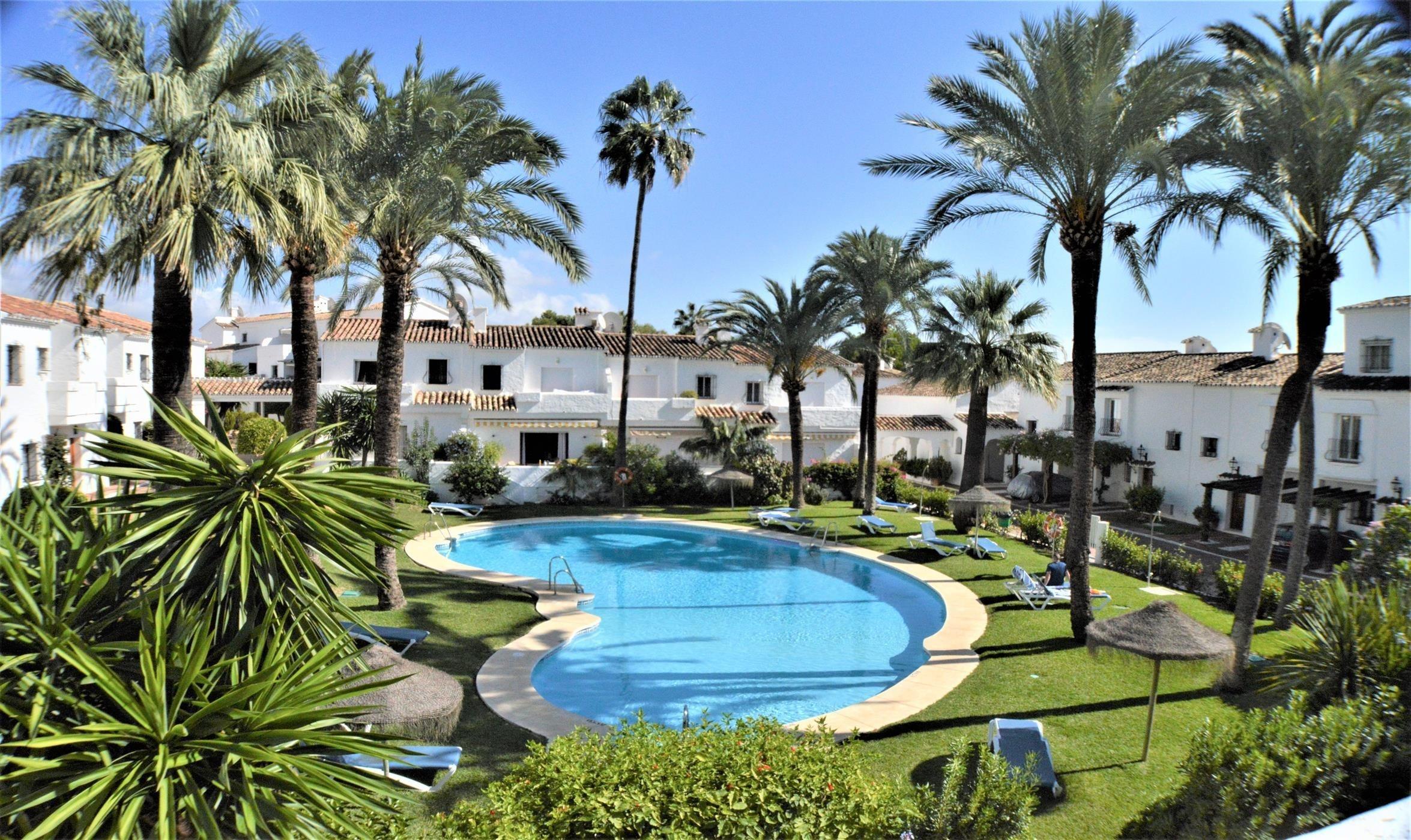 Adosada de estilo Mediterráneo. Nueva Andalucía.