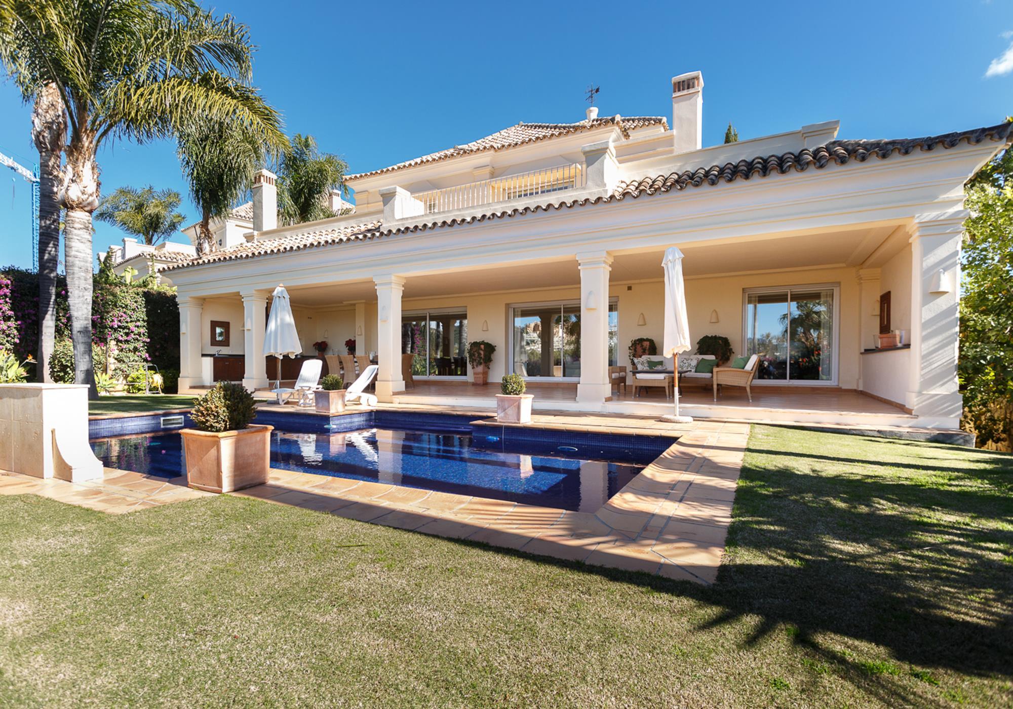 Preciosa villa en el corazón del Valle Del Golf.