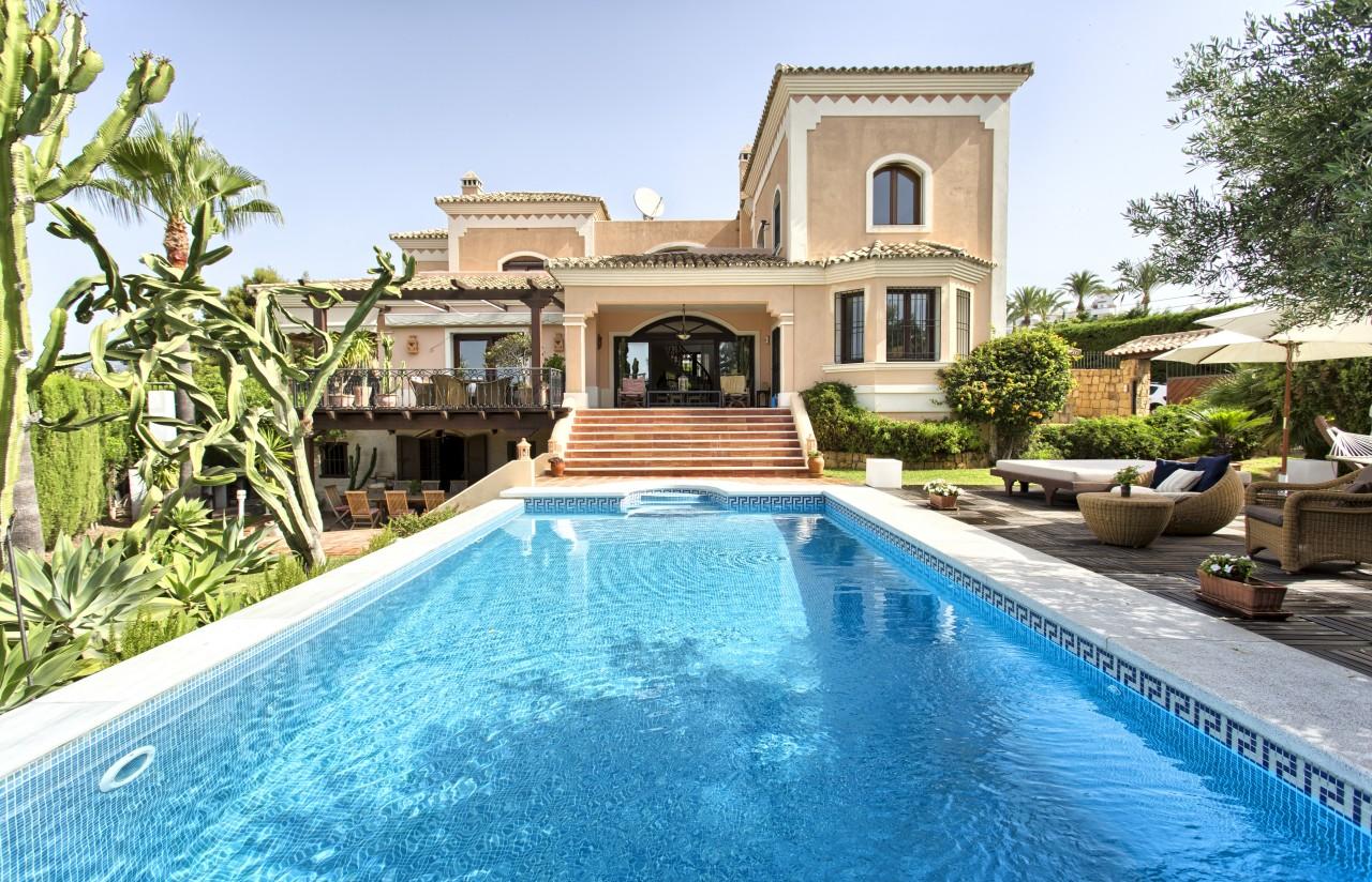 Amplia y elegante villa en Nueva Andalucía.