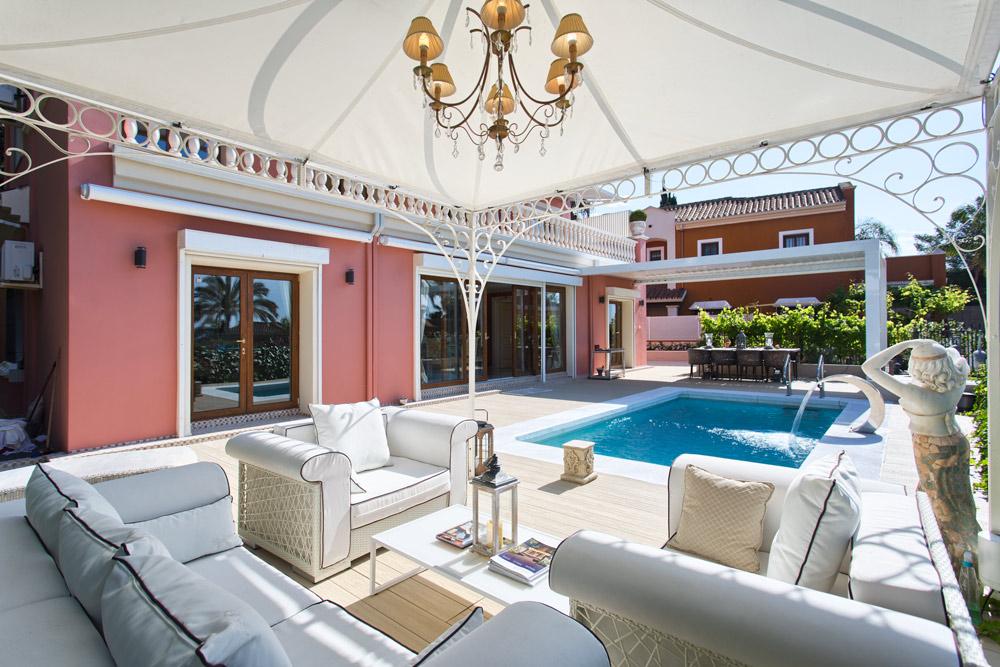 Villa de estilo clásico de primera calidad. Marbella.