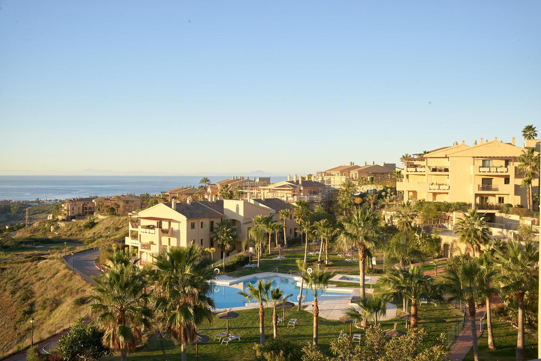 Complejo de apartamentos con vistas al mar. La Alquería