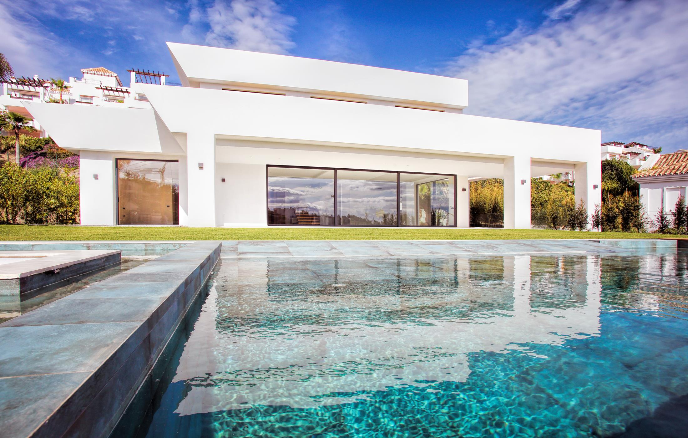 Spectacular villa recently finished in La Alqueria.