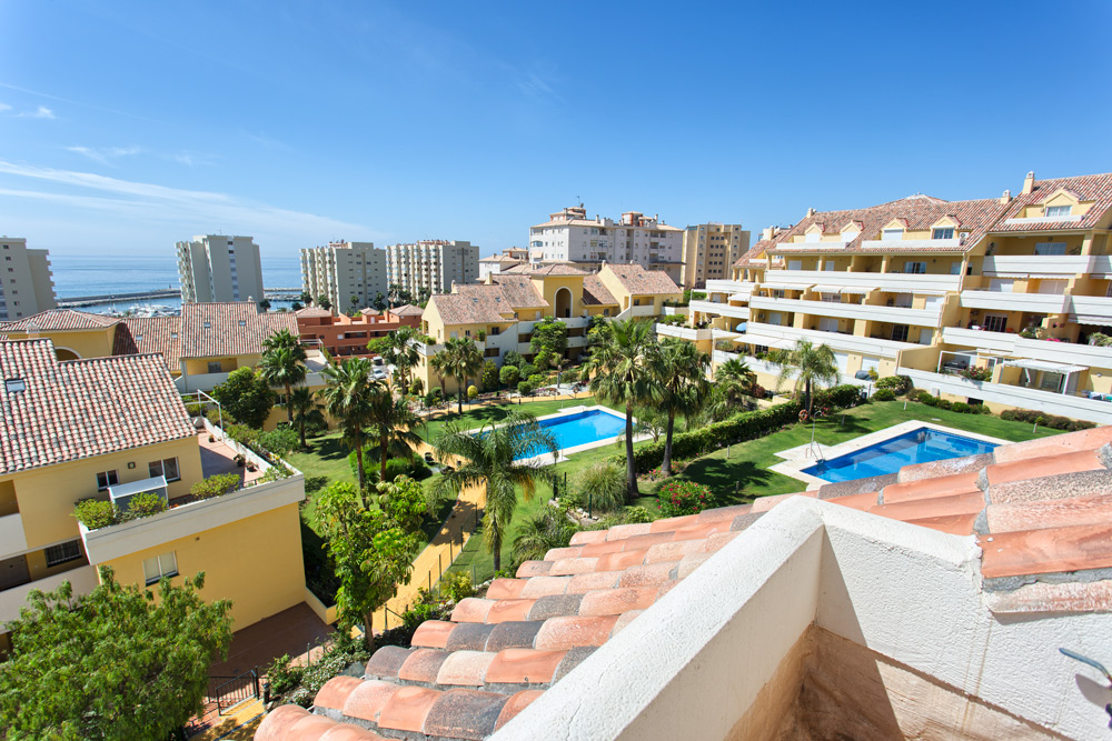 Great Penthouse with sea views in Estepona.