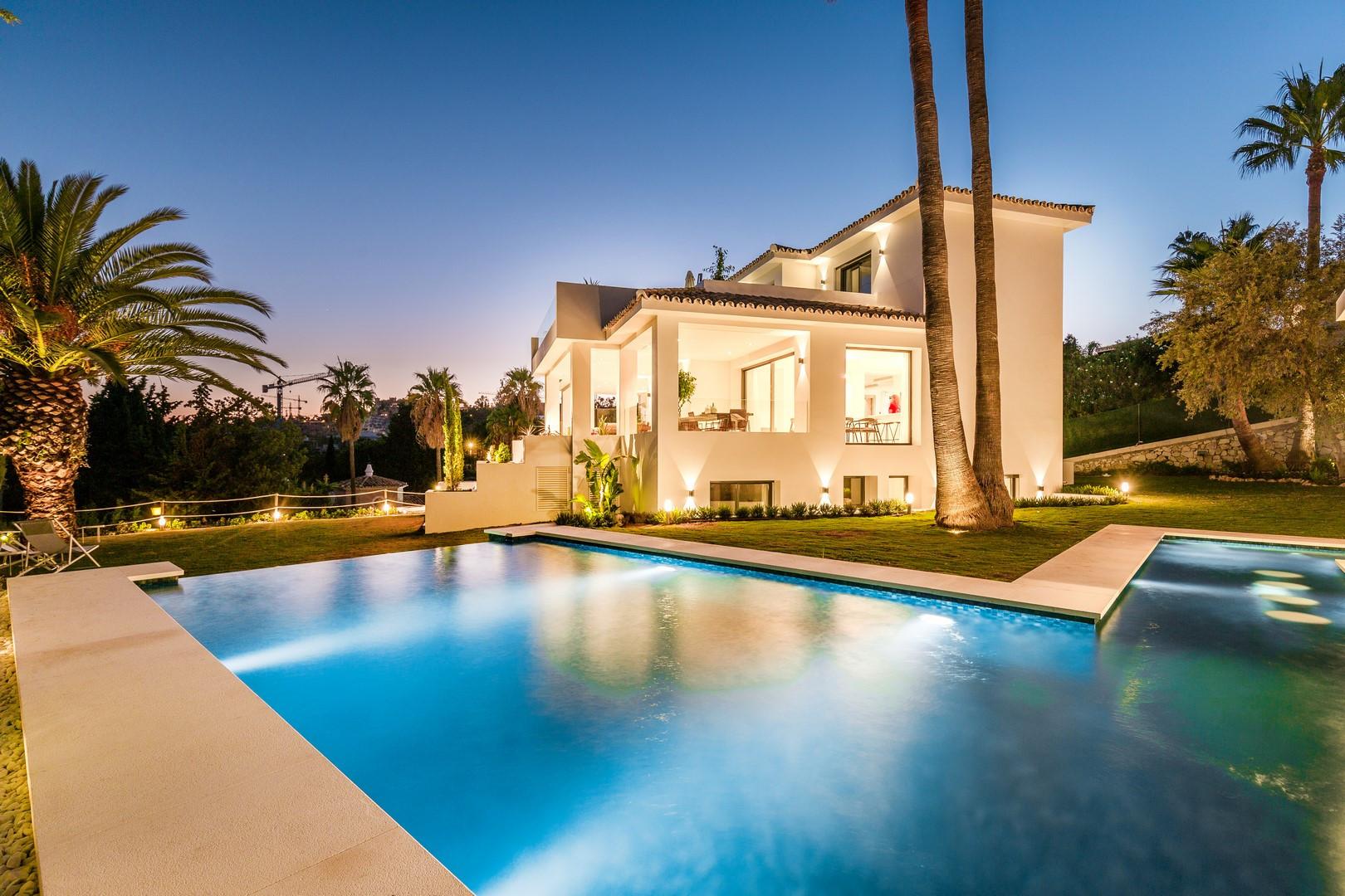 Villa totalmente reformada en Los Naranjos Golf.