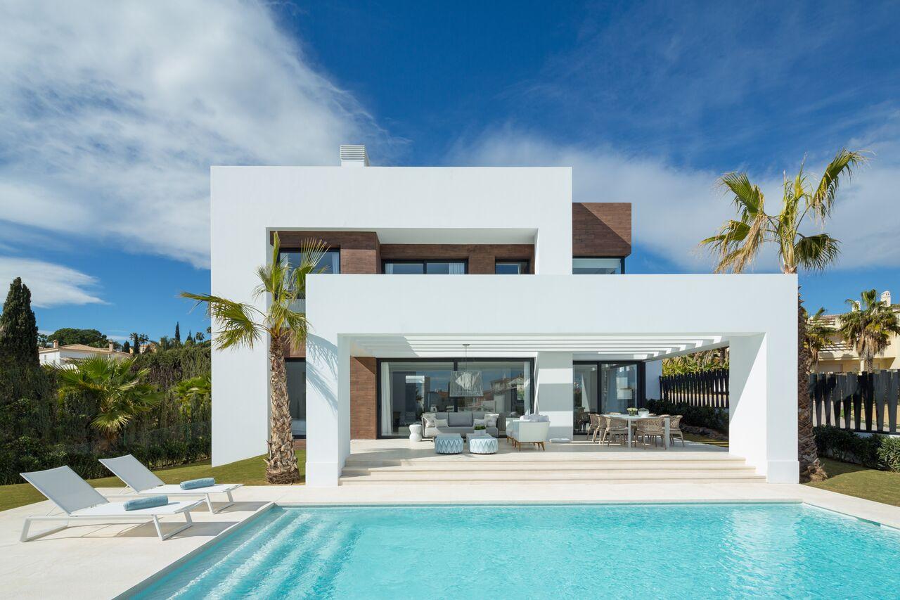 Project of modern villas in the heart of El Paraiso