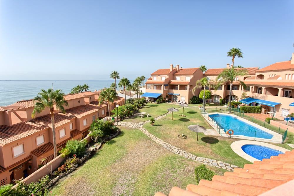 Duplex penthouse frontline beach in Estepona.