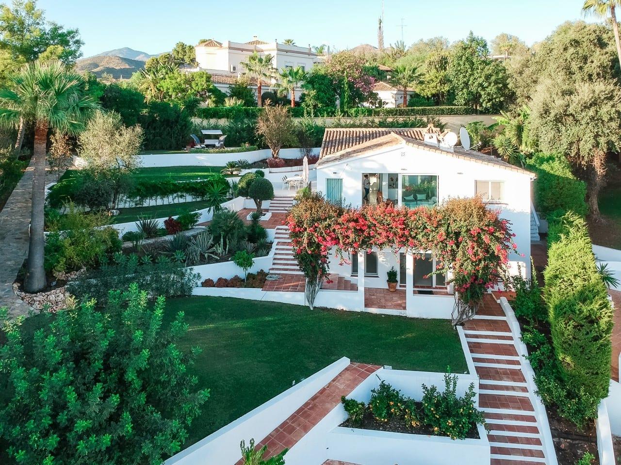 Encantadora villa renovada en El Rosario, Marbella