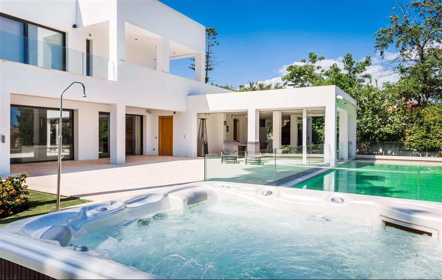 Impressive contemporary villa in Atalaya.