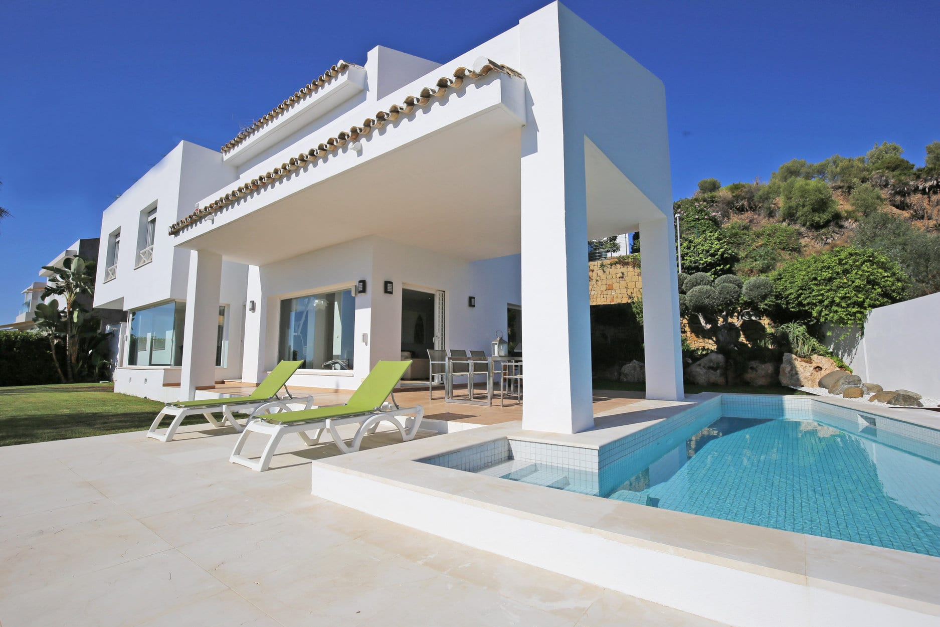 Modern 1st line golf villa villa in La Alquería.