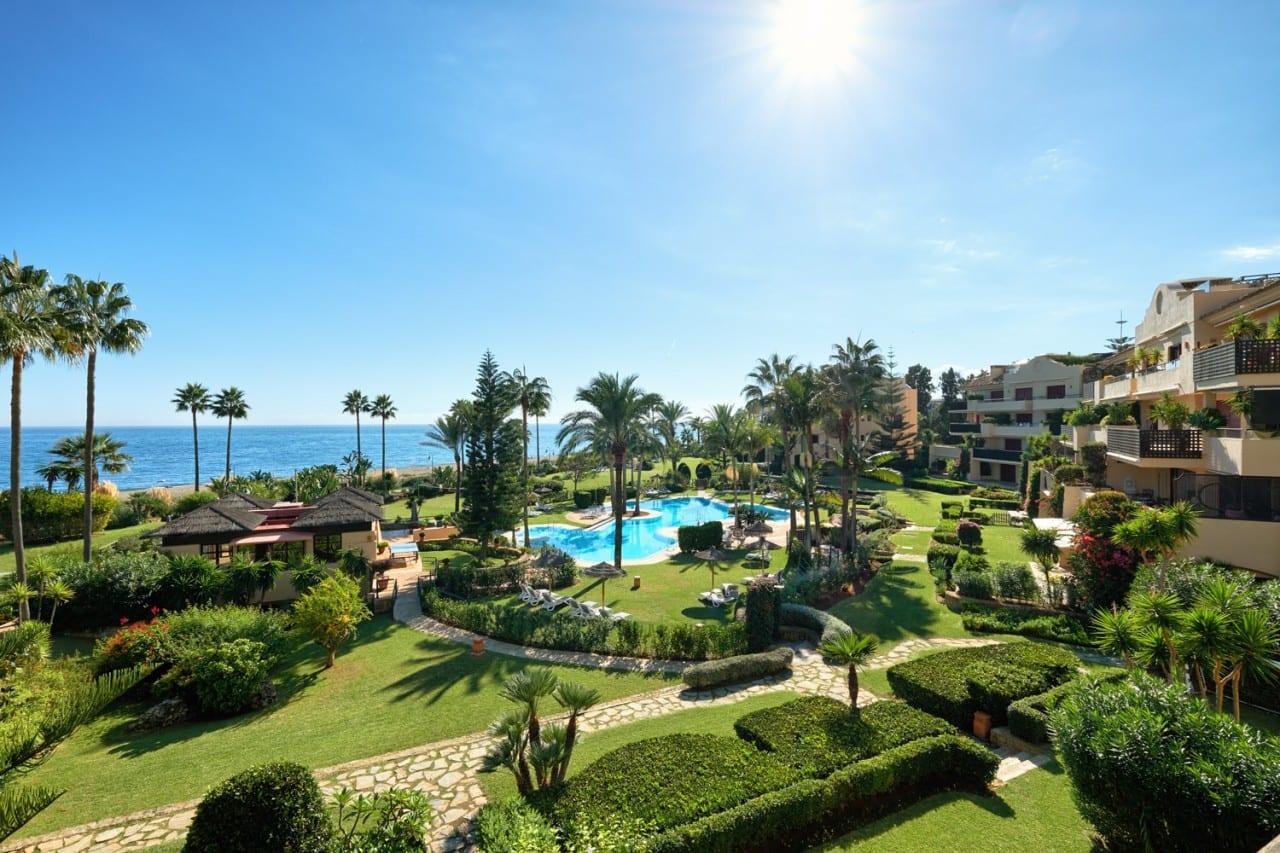Frontline beach apartment in Costalita del Mar.