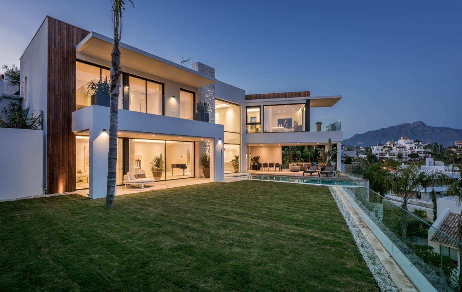 Spectacular contemporary villa in La Alqueria.