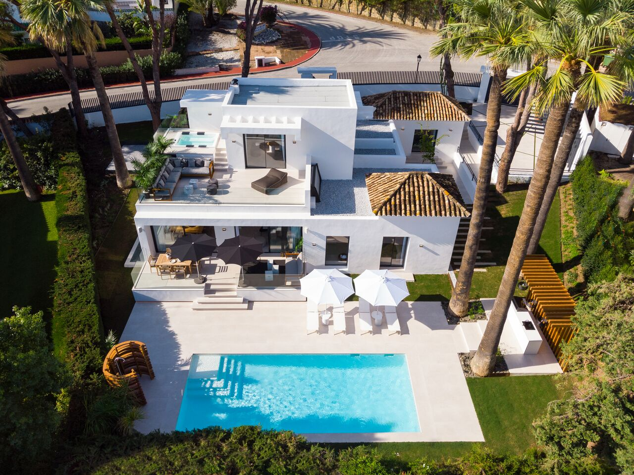 Villa contemporánea renovada en Nueva Andalucía
