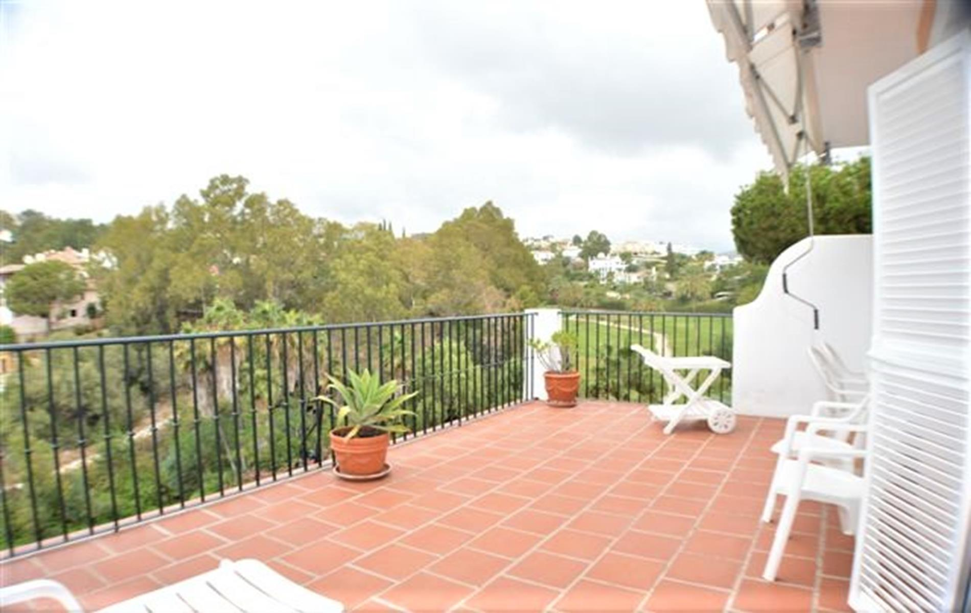 Spacious three bedroom apartment in La Quinta. Benahavis