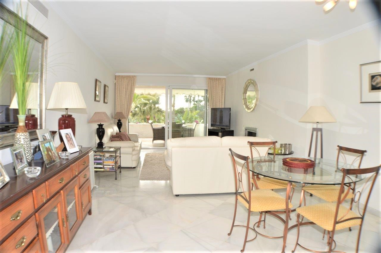 Beautiful, large two bedroom apartment at Los Granados Golf in Nueva Andalucia.