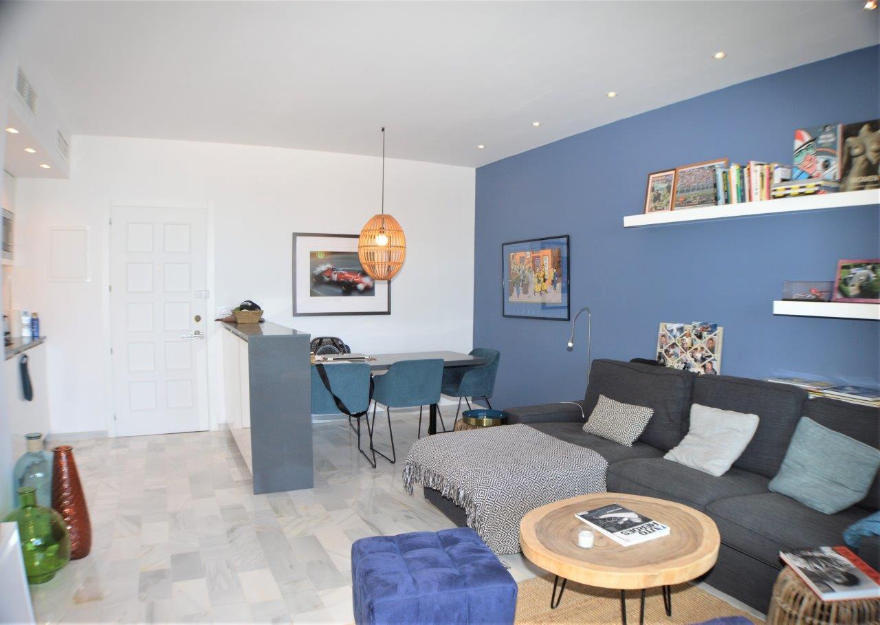 Bonito apartamento de un dormitorio con preciosas vistas al golf y al mar
